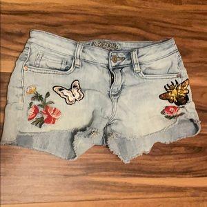 Arizona Denim Jean shorts juniors size 1 bees🐝💐
